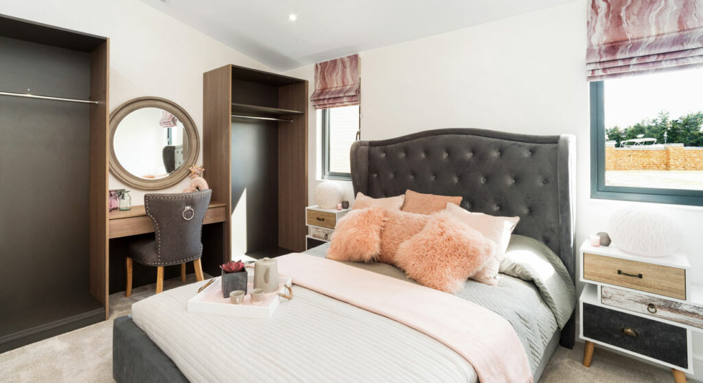 Master-bedroom-in-Eton-Lodge-at-Windsor-Racecourse-Lodges